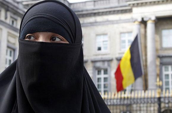 В Брюсселе чиновник сорвал с принцессы Катара никаб
