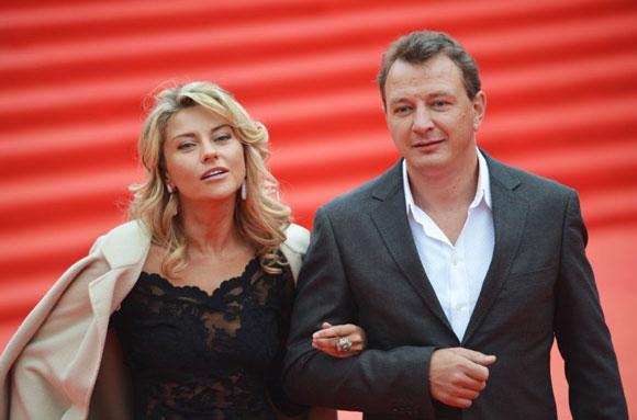 Марат Башаров бьет жену